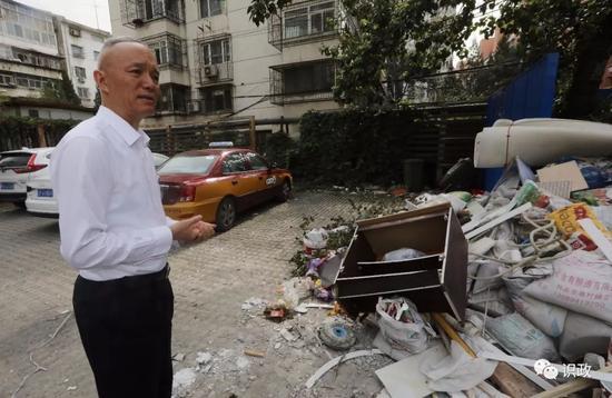 发现建筑垃圾堆积侵占公共空间