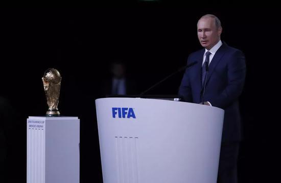 6月13日,俄罗斯总统普京在第68届国际足联大会上讲话。新华社记者曹灿摄