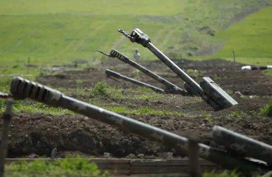 交战2周、400人死亡后,亚阿外长将在莫斯科谈判