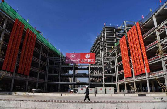 北京朝阳医院东院主体结构封顶 预计2022年底投用 总床位1000张图片
