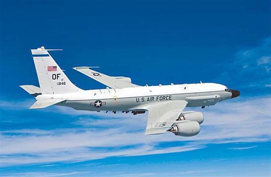 2架美军轰炸机现踪台东南海域 解放军战机同日现身图片