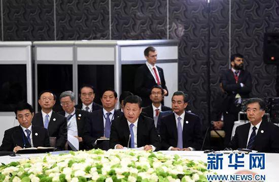 2015年11月15日,金砖国度指导人非正式会晤在土耳其安塔利亚举行,中国国度主席习近平列席并发表重要讲话。 新华社记者 饶爱民 摄