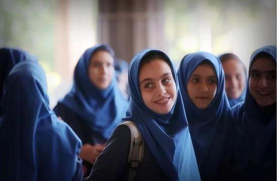 现在的伊朗女学生