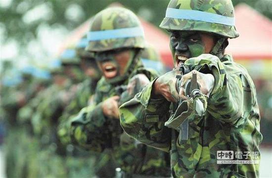 最新民调77%民众愿为台湾而战,岛内网友一句完爆图片
