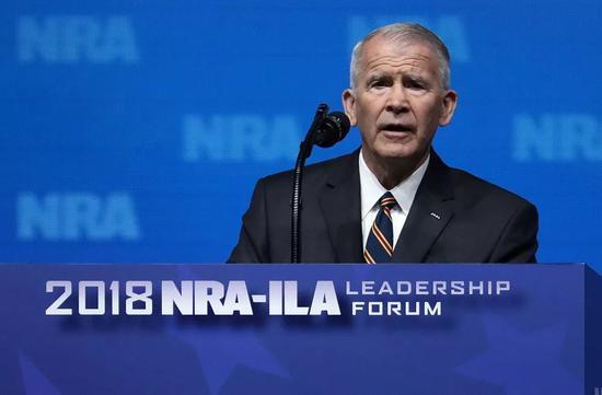 ▲5月4日,奥利弗·诺斯在全美步枪协会发表演讲。