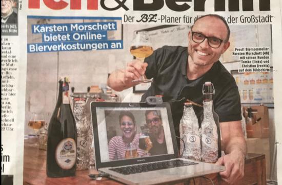 """精酿啤酒师卡斯滕·莫谢特与客人""""云喝啤酒""""的照片登上当地报纸。图片来自酒吧网站"""