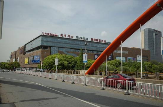 4月6日,浙江义乌,现在的第四代市场篁园市场主要为服装市场。新京报记者 彭子洋 摄