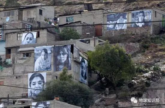 墨西哥公益基金反暴力活动的一项于房屋上放置受害妇女的大幅照片