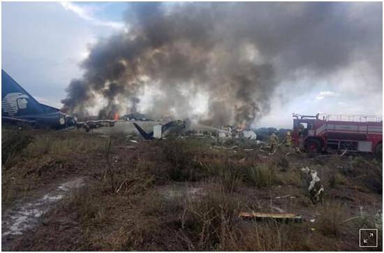 墨西哥航空坠机103人全生还 11名美乘客提起诉讼