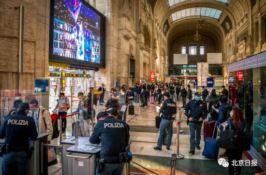 米兰火车站内排队的人群(图片来源:意大利媒体)