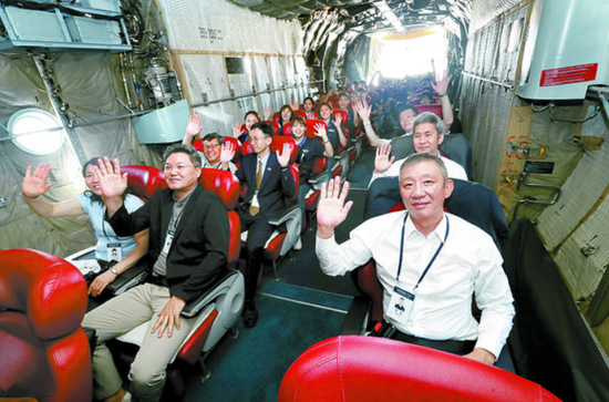 3日上午,赴朝参赛的韩国代表团在军机内