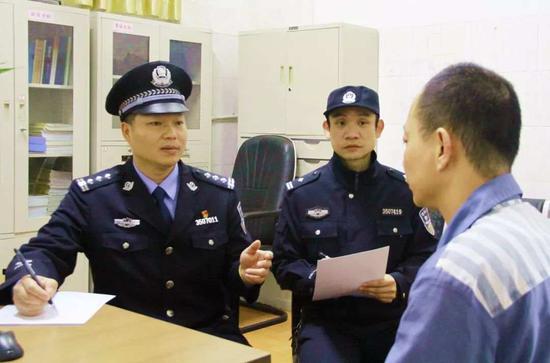 仓山监狱副监狱长林栋做离监教育