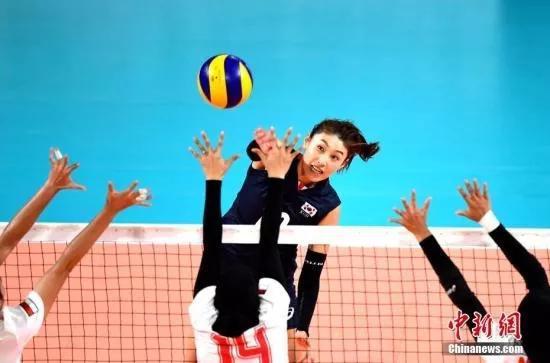 資料圖:雅加達亞運會,韓國女排力克印尼隊挺進半決賽,圖爲金軟景扣球。中新社記者 王東明 攝