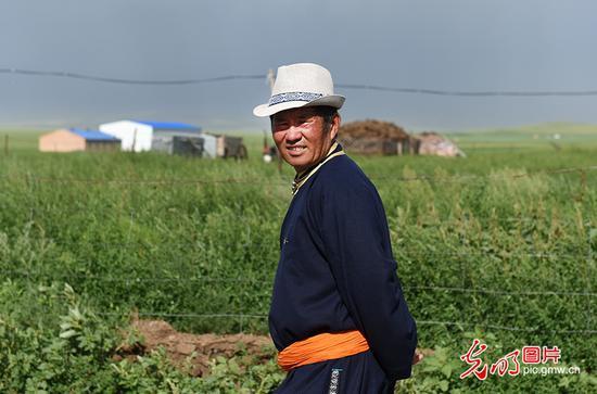 【亿兴登陆】原牧民的现代生活亿兴登陆五畜齐图片