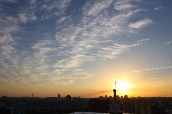 今晨北京,日出东方,霞染京城