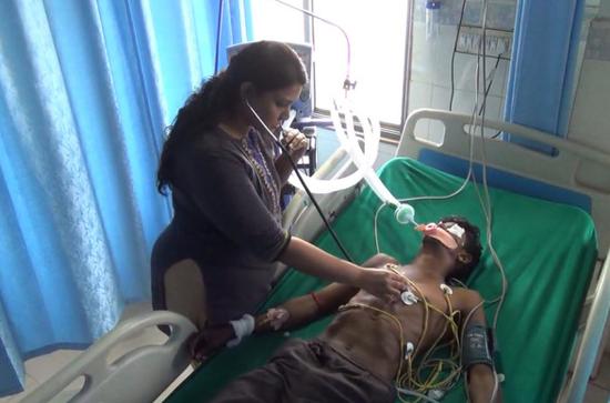 印度青年过节没买到酒 喝下消毒剂后致两死一病危