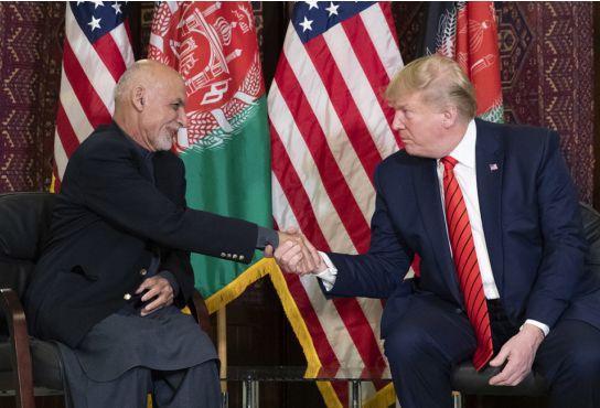 11月28日,特朗普与阿富汗总统加尼会面(图源:AP)