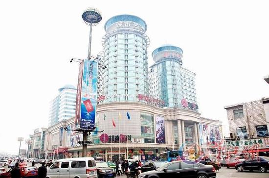 湖北襄阳闹市区张开放旗下的开放广场