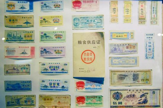 6、七十年月人们利用的粮票战购物券,图片滥觞@VCG