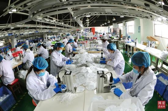 「摩天登录」买中国防疫物资边抹黑中国不摩天登录背图片