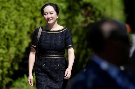 5月27日,孟晚舟离开在加拿大的住所,赴法院出席听证。(图片来源:路透社资料图)