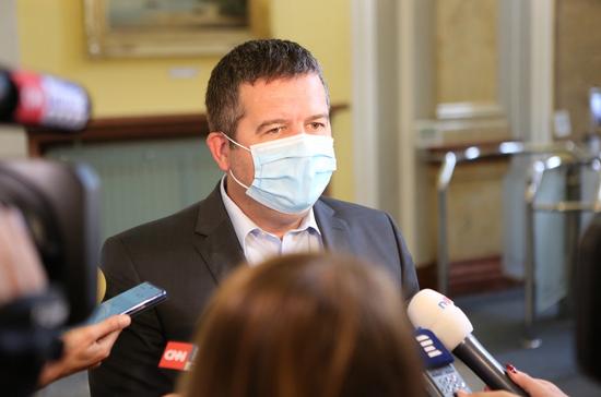 捷克副总理新冠病毒检测呈阴性