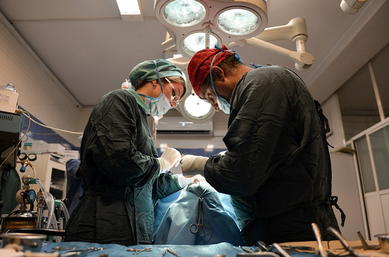 越南女子接受眼睑整形手术 不料左眼失明