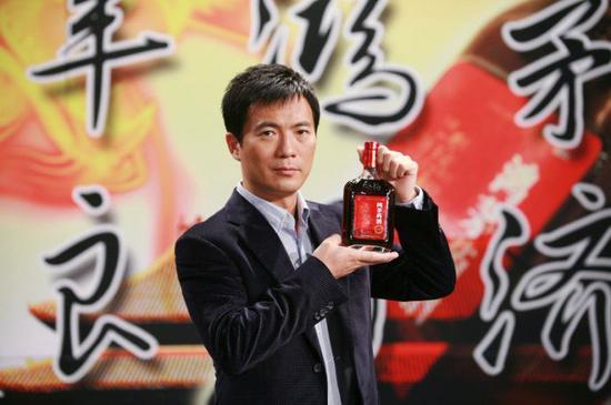 黄健翔为鸿茅药酒做广告