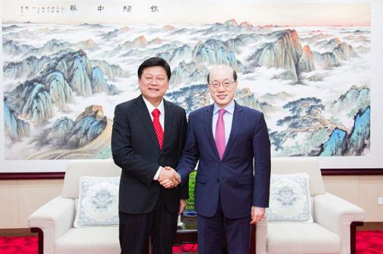 国台办主任刘结一(右)与花莲县长傅��萁