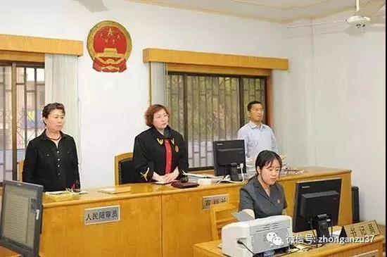 ▲5月底,男子诱骗31名女童拍裸照一案在南京玄武法院开庭审理。