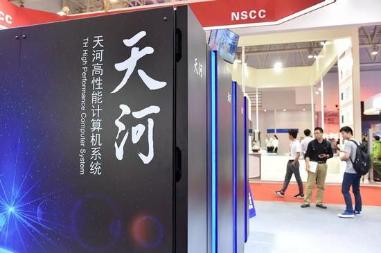 """5月17日在天津梅江会展中心展出的""""天河三号""""原型机。新华社记者李然摄"""