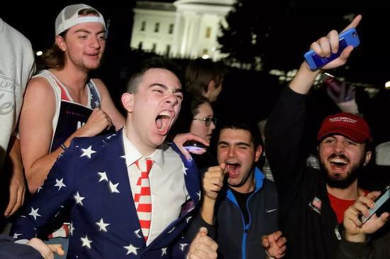 ▲資料圖片:2016年美國大選前,川普的支持者在白宮前集會。(路透社)