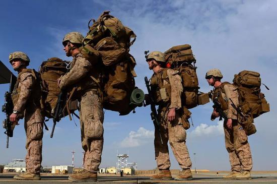 ▲資料圖片:2014年10月27日,阿富汗赫爾曼德省,美國海軍登陸C-130J超級大黃蜂運輸機前往坎大哈。