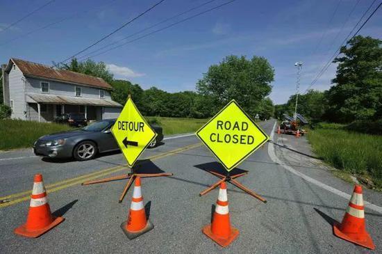 ▲资料图片:2012年5月,为迎接八国集团峰会,一条通往戴维营的道路被封闭。(新华社)