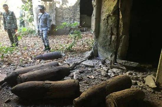 (图说:弹药被乱扔在卡巴洛岛一个地堡的地面上)