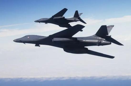 ▲资料图片:美空军B-1B轰炸机以双机编队巡航。(美空军官网)