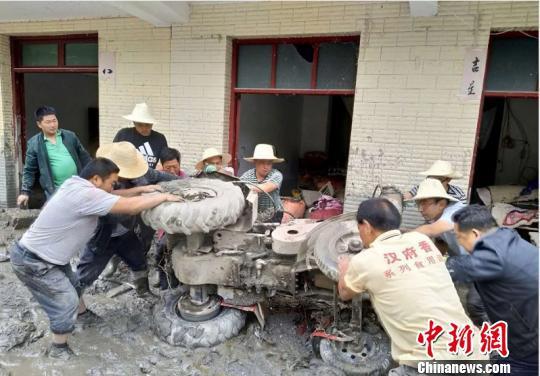 甘肃文县暴洪泥石流致212个村逾4万人受灾(图)