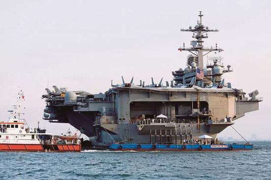 """▲3月5日,越南岘港,""""卡尔·文森""""号航母载着5000名士兵抵达越南。(法新社)"""