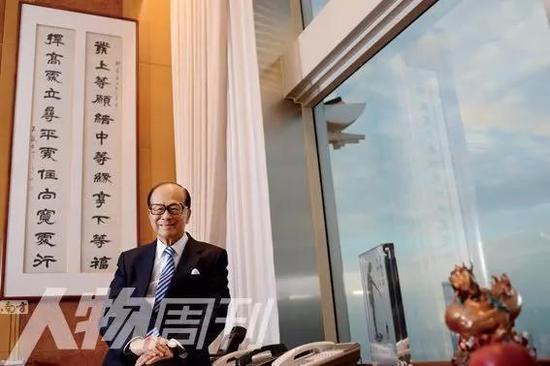 李嘉诚在自己的办公室墙上挂着他信奉的人生格言  图 / 本刊记者 方迎忠