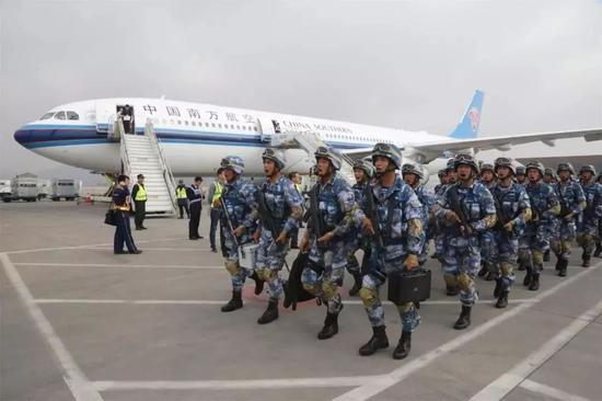 ▲资料图片:中国海军陆战队上万名官兵远程立体机动2000多公里,展开跨区实战化训练。