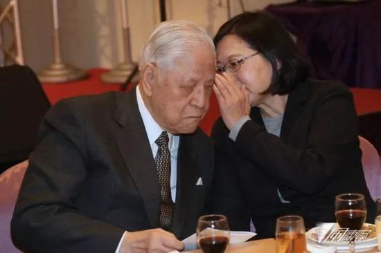 李登辉与蔡英文。