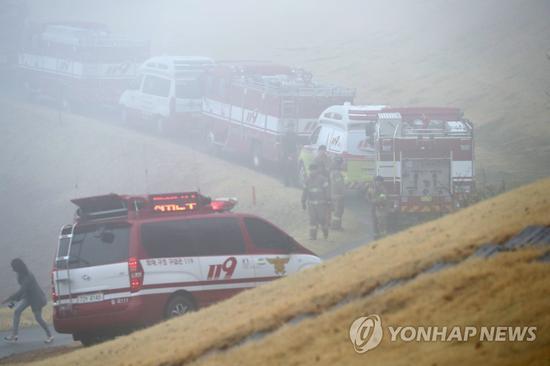现场救援图(图片来源:韩联社)