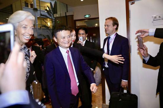 马云和拉加德。图据中国证券时报