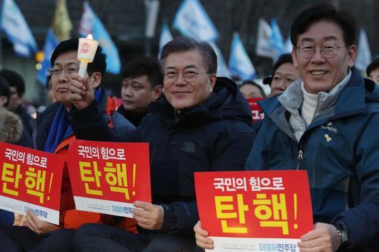 文在寅参加集会,呼吁弹劾朴槿惠