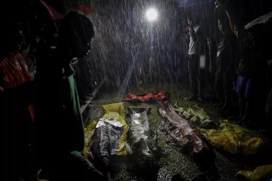 2017年9月28日,在孟加拉国的考克斯巴扎尔附近,罗兴亚难民的尸体。