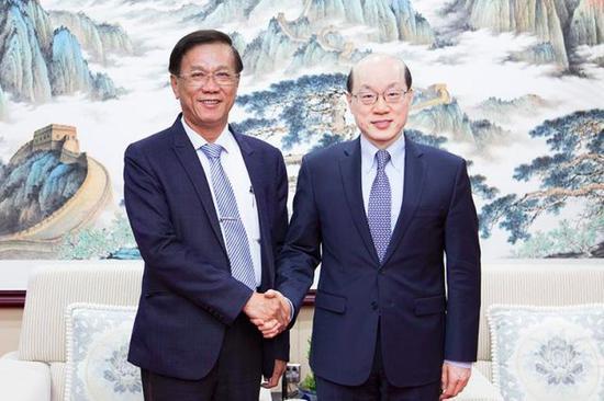 国台办主任刘结一(右)与南投县长林明溱