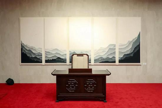 """△""""和平之家""""一楼,金正恩签名处(图片来自视觉中国)"""
