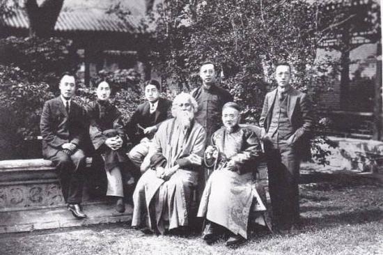 辜鸿铭(前排右二)与泰戈尔1924年在北京的合影