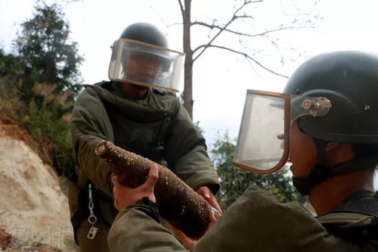 金沙娱乐官网网址:云南老山首次大规模销毁地雷和爆炸物:12000余枚