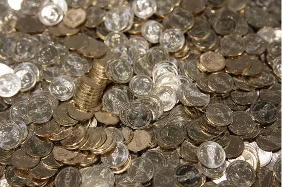 新版2泰铢硬币在沈阳造币有限公司的车间生产。魏晞 摄